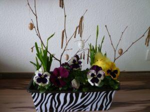 Briefkasten mit Blumen